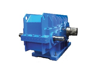 Heavy-duty helical gearbox for cranes